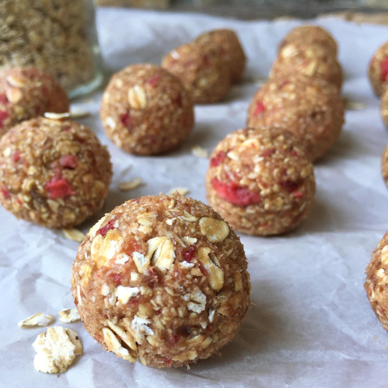 Raw Strawberry Oat Balls