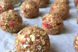 Raw Strawberry Oat Balls